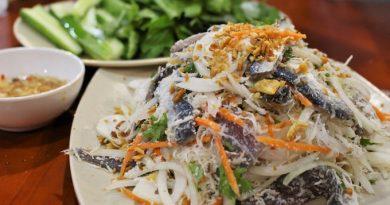 Thưởng thức gỏi cá trích nổi danh của Phú Quốc
