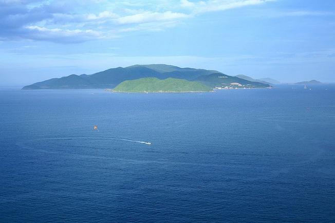 Khám phá Hòn Tre ở Nha Trang – viên ngọc biển xanh biếc