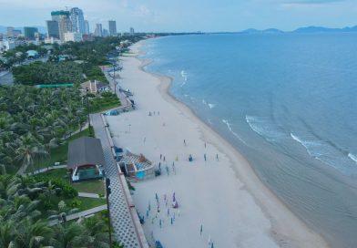 Cảnh biển Vũng Tàu trong veo trong những ngày giãn cách xã hội